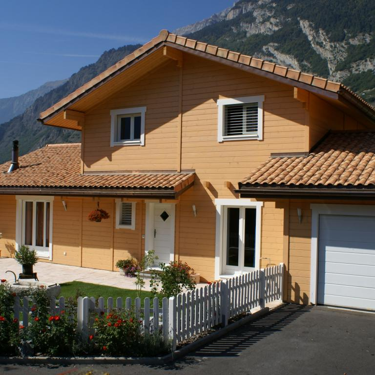 Log_House_Switzerland_Saillon_1.jpg