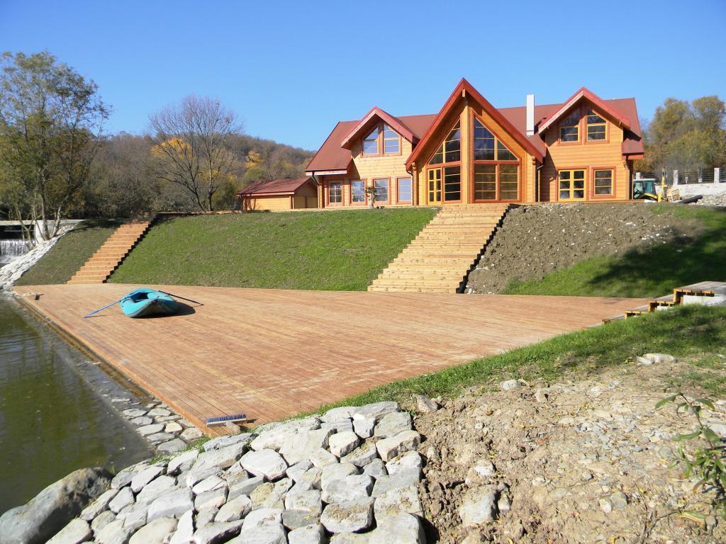 Artichouse lake house for Luxury lake house